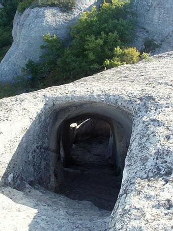 Каменный туннель