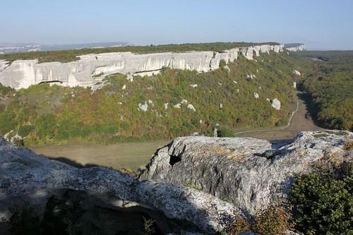 Пещеры вдоль расщелин
