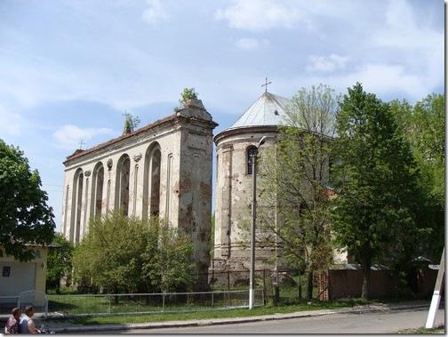 Олика, Троїцький костел