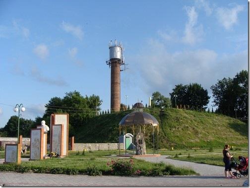 Полонне, центр і залишки замку