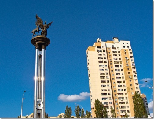 Оболонь, площа Сантьяго-де-Чилі
