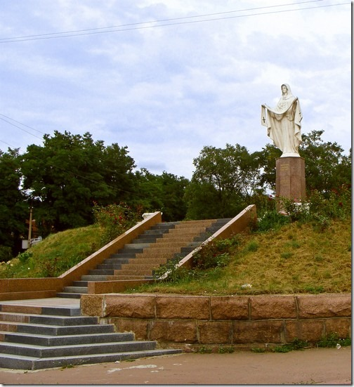Коростень, скульптура Покрови Божої Матері