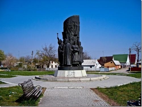 Переяслав-Хмельницький, пам'ятник на місці  Переяславської Ради