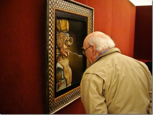 Музей Далі. Відвідувач оцінює Портрет Пікассо