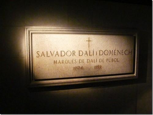 Музей Далі. Плита склепу