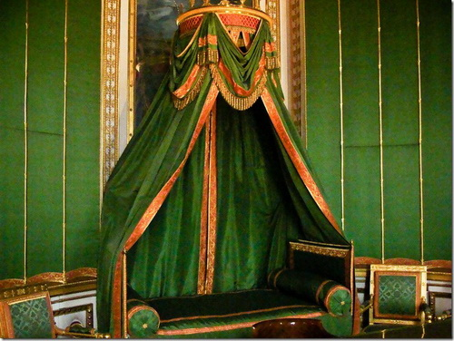 Фонтенбло, замок, походне ліжко Наполеона