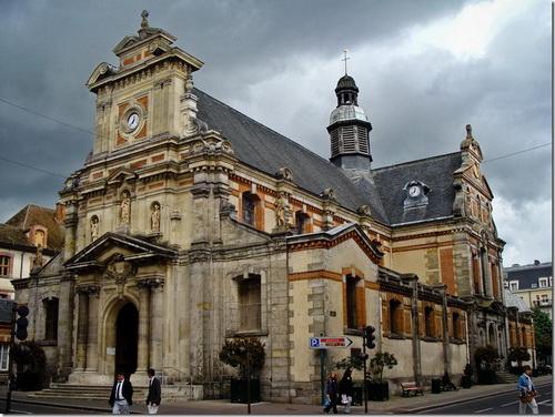 Фонтенбло, церква