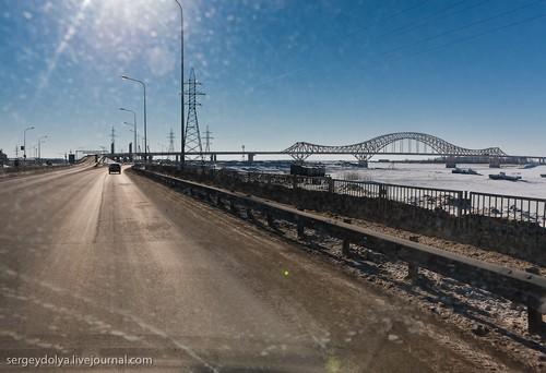 Дорога и мост.