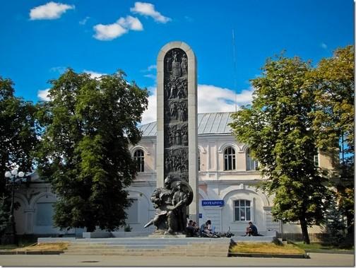 Лубни. Пам'ятник тисячоліттю міста